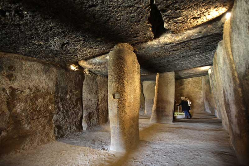 Tour guiado por Antequera: dólmen de Menga