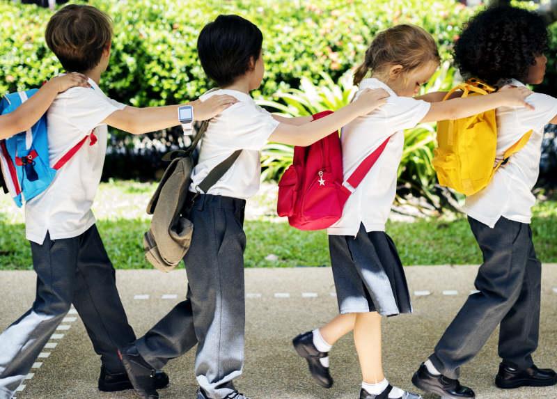 Grupo de escolares de visita guiada a Málaga